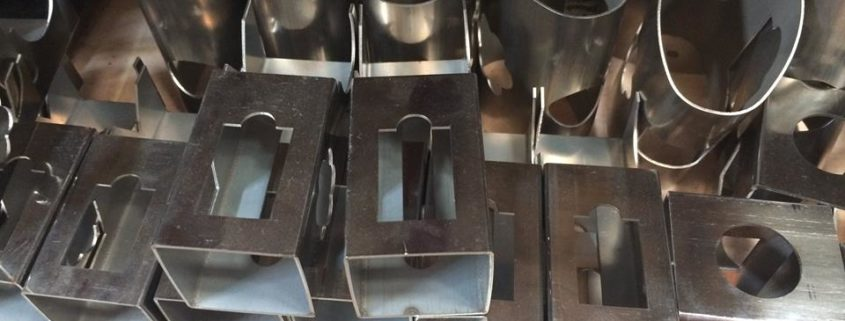 The difference between laser cutting machine and water jet cutting
